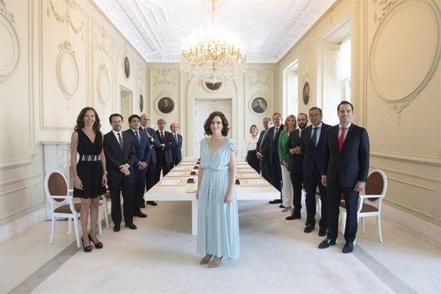 Imagen de la presidenta de la Comunidad de Madrid, Isabel Díaz Ayuso, junto al resto de consejeros del Ejecutivo regional.