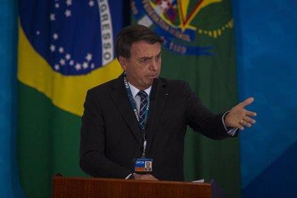 Brasil.- La popularidad a la gestión de Bolsonaro se desploma en plena crisis de la Amazonia