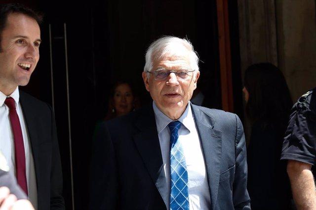 El ministro de Asuntos Exteriores y UE en funciones, Josep Borrell, a la salida de la sesión de la primera investidura fallida del candidato socialista a la Presidencia del Gobierno.
