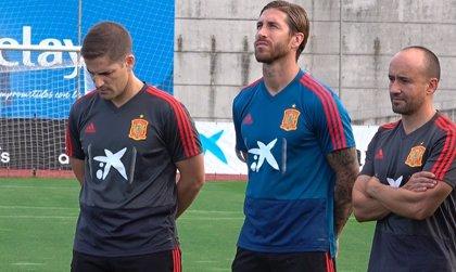 España inicia los entrenamientos con un recuerdo a Luis Enrique y a la pequeña Xana