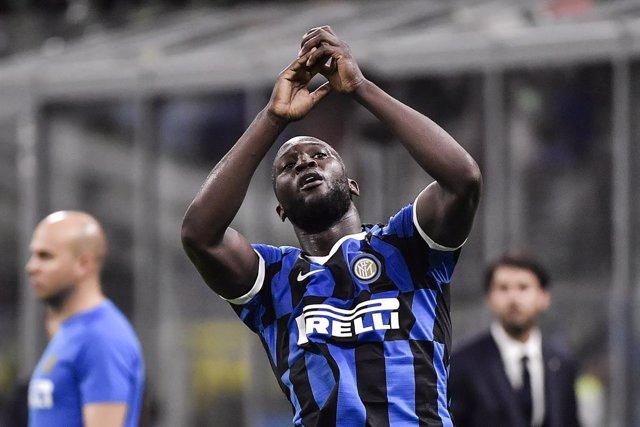 """Fútbol.- La Serie A condena los insultos racistas de algunos """"estúpidos"""" a Lukak"""