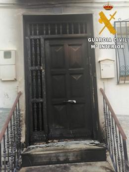 Imagen del domicilio de Purchena (Almería) cuyo acceso fue quemado