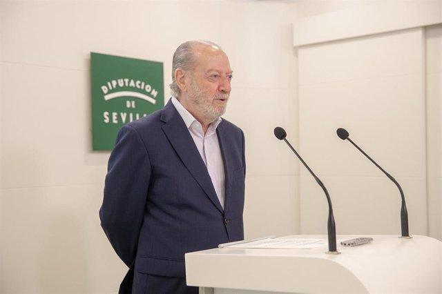 El presidente de la Diputación de Sevilla, Fernando Rodríguez Villalobos, en una imagen de archivo durante una rueda de prensa