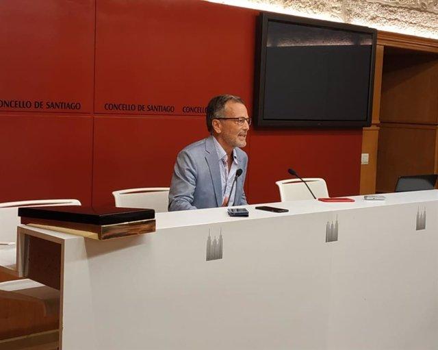 Agustín Hernández en la rueda de prensa de despedida del Ayuntamiento de Santiago