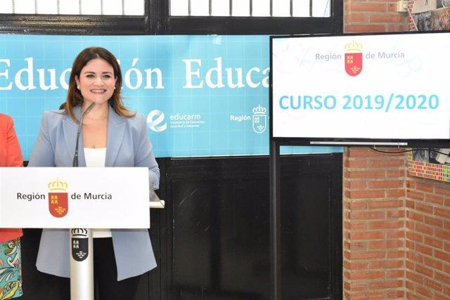 La consejera de Educación y Cultura, Esperanza Moreno, informa sobre las novedades del próximo curso escolar 2019/2020 en el colegio Maestro José Castaño de Murcia