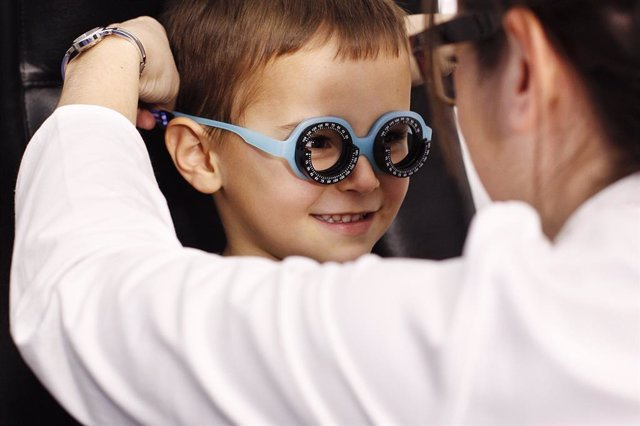Un 73% de los padres cree que la salud ocular está relacionada con el rendimient