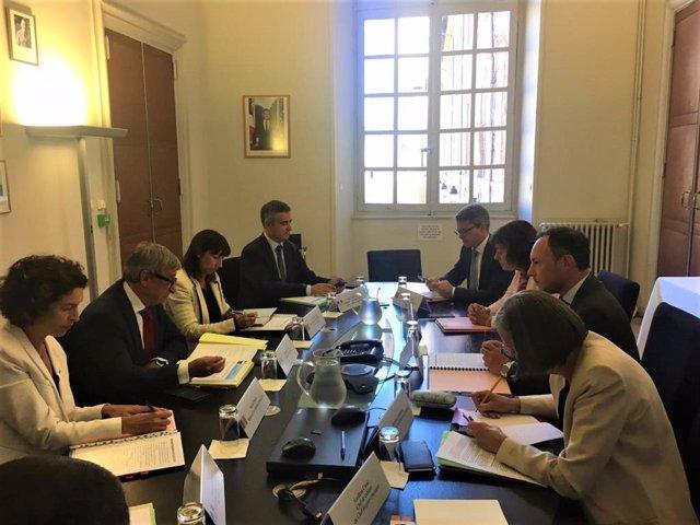Les delegacions andorrana i francesa durant la reunió que han mantingut aquest dilluns a Tolosa de Llenguadoc
