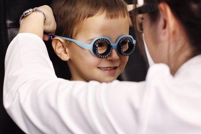 Las revisiones oculares son muy importantes en la infancia