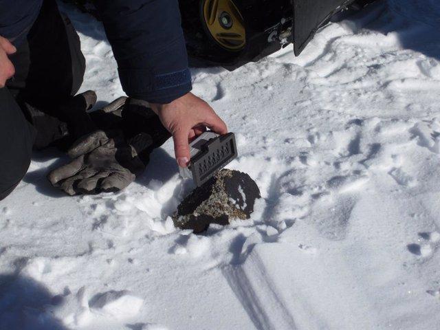 Científicos descubren un nuevo mineral en el interior de un meteorito