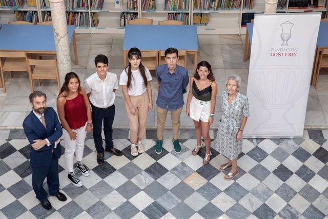 Cinco estudiantes de rentas bajas estudiarán el Bachillerato Internacional en el colegio San Francisco de Paula de Sevilla con becas de la Fundación Goñi y Rey.