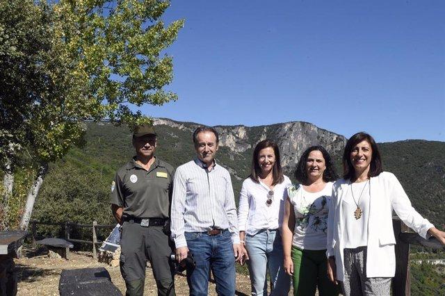La conselleira de Medio Ambiente, Ángeles Vázquez, visita el parque de Serra da Enciña da Lastra