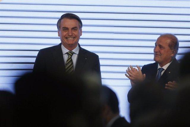 """Brasil.- Bolsonaro ordena al Ministerio de Educación prohibir la """"ideología de g"""