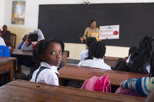 Niños en una escuela de RDC.