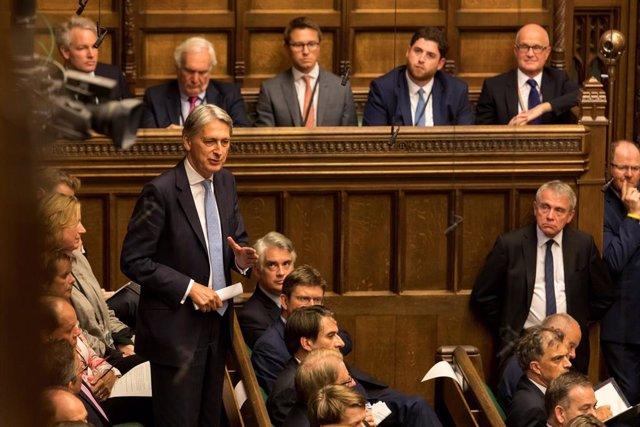 Brexit.- El Partido Conservador expulsará a los 21 diputados que han votado en c