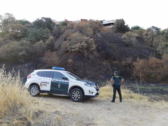 Agente de la Guardia Civil en la zona incendiada