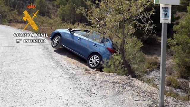 Coche con riesgo de vuelco en Serón (Almería)