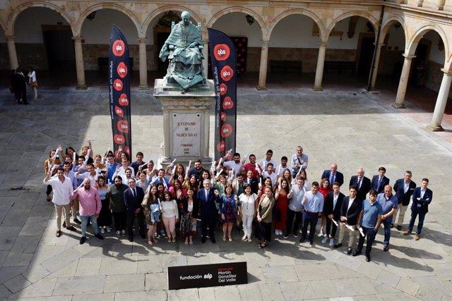 Estudiantes Del Curso 2018-2019 Con Sus Diplomas.