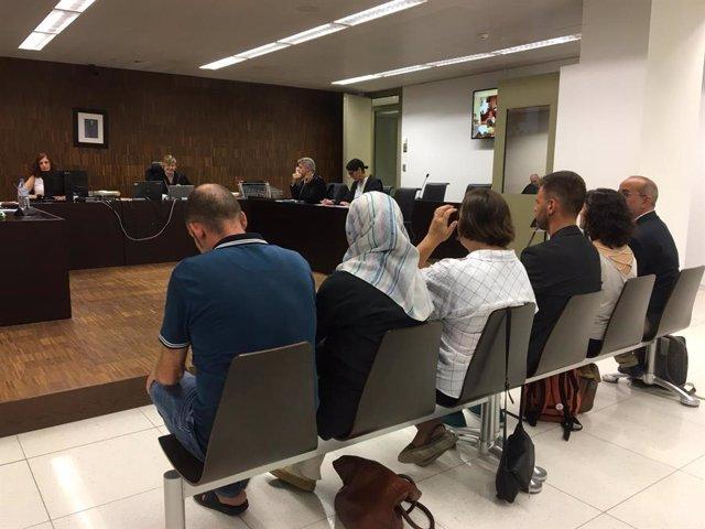 Los concejales del Ayuntamiento de Badalona acusados de desobediencia por el 12-O en el banquillo de los acusados