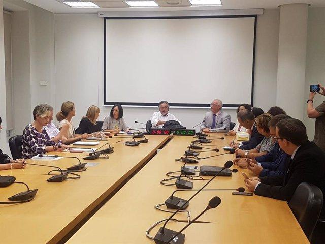 El portavoz socialista en el Ayuntamiento de Madrid, Pepu Hérnandez, se reúne con trabajadores del turno de oficio