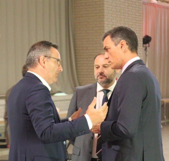 El secretario general del PSRM y portavoz del Grupo Parlamentario Socialista, Diego Conesa, junto a Pedro Sánchez y Ábalos