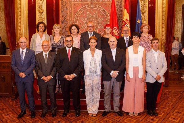 María Chivite con los trece consejeros del Gobierno de Navarra