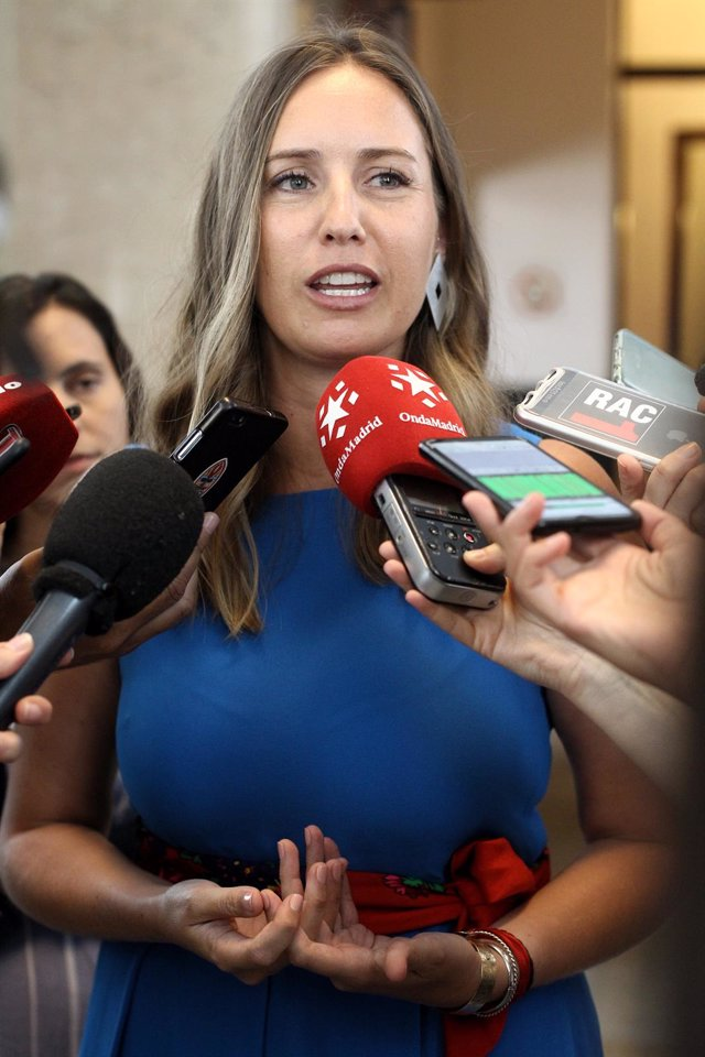 La portavoz adjunta de Ciudadanos, Melisa Rodríguez, ofrece declaraciones a los medios de comunicación antes de la Junta de Portavoces del Congreso de los Diputados.