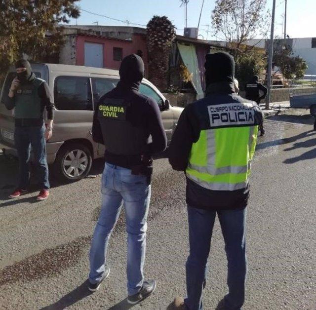 Agentes de la Guardia Civil y de la Policía Nacional.
