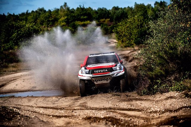 Rally.- Fernando Alonso sigue preparando el Dakar con 700 kilómetros y dos días