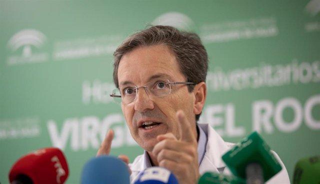 El portavoz del comité de la Consejería de la Salud para el brote de listeriosis, José Miguel Cisneros, este miércoles en rueda de prensa.