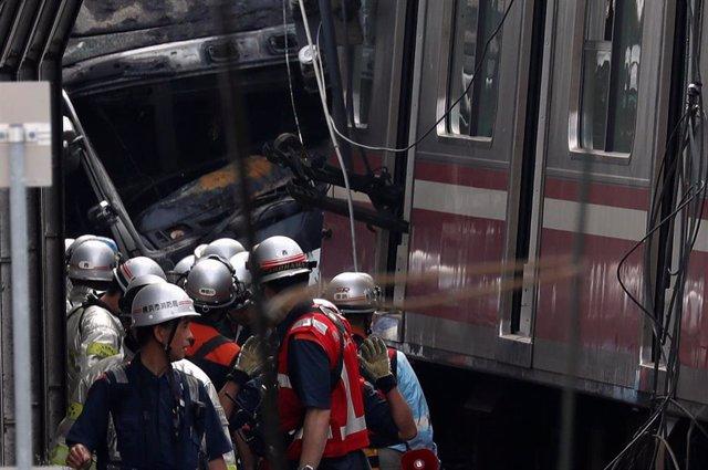 Al menos 30 heridos a causa de una colisión entre un tren y un camión en Japón