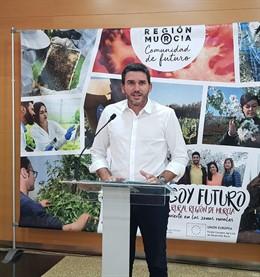 El consejero de Agua, Agricultura, Ganadería, Pesca y Medio Ambiente, Antonio Luengo, en rueda de prensa
