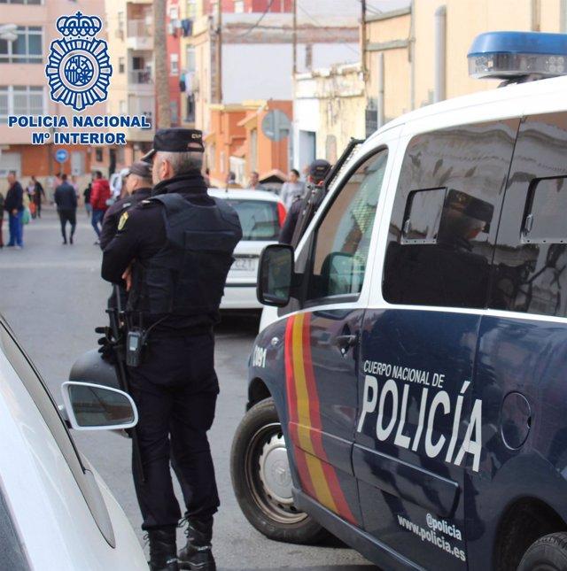 Efectivos de la Policía Nacional en Almería