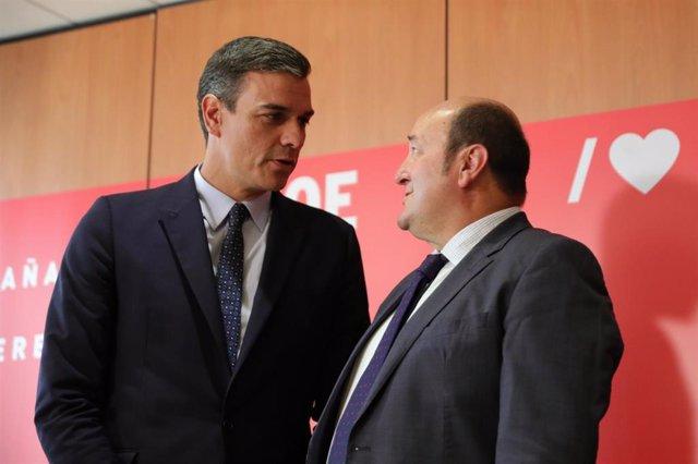 El presidente del Gobierno en funciones, Pedro Sánchez, mantiene una reunión con el presidente del PNV, Andoni Ortuzar y el portavoz del PNV en el Congreso en la sede del PSOE de Ferraz.