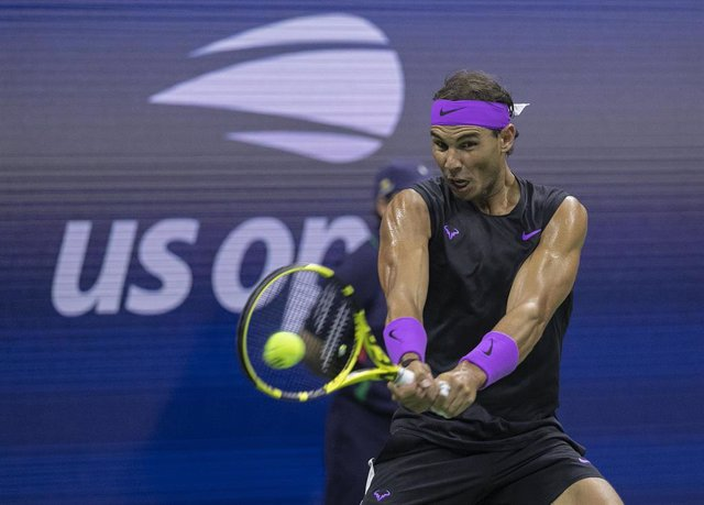 04 September 2019, US, New York: Spanish tennis player Rafael Nadal in action against Argentina's Diego Schwartzman during their men's singles quarter-final tennis match of the 2019 US Open Grand Slam tournament at USTA Billie Jean King National Tennis Ce
