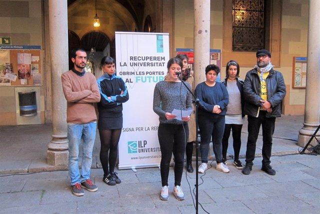 Representants de la ILP Universitats amb la portaveu, Berta Satoca (Arxiu)