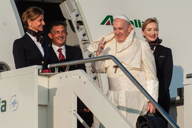 September 4, 2019 - Rome, Italy:  Pope Francis waves as he boards an aircraft on his way to Maputo, Mozambique, in Rome's Fiumicino International airport. (CPP/CONTACTO)
