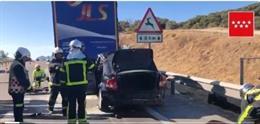 Imagen del coche empotrado contra un camión en Buitrago de Lozoya