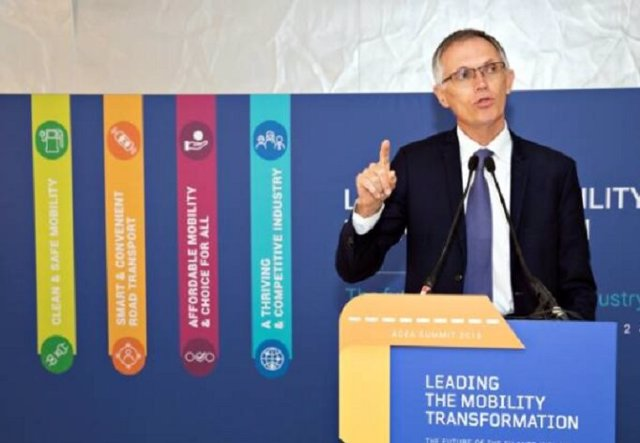 Carlos Tavares, presidente de ACEA y del Grupo PSA, durante su intervención en la cumbre 'Liderando la transformación de la movilidad' celebrada en Bruselas