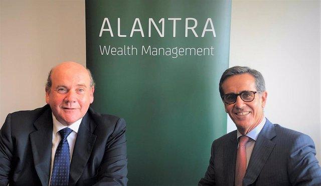 El consejero delegado de Alantra WM, Alfonso Gil, y el nuevo socio de la compañía, Antxón Elósegui.