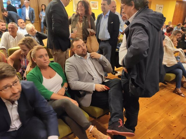 El presidente del Principado, Adrián Barbón, asiste a la escuela de verano de UGT.