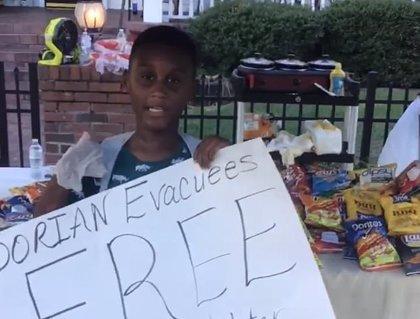 A sus 6 años, este niño dona sus ahorros para ayudar a los evacuados del Dorian
