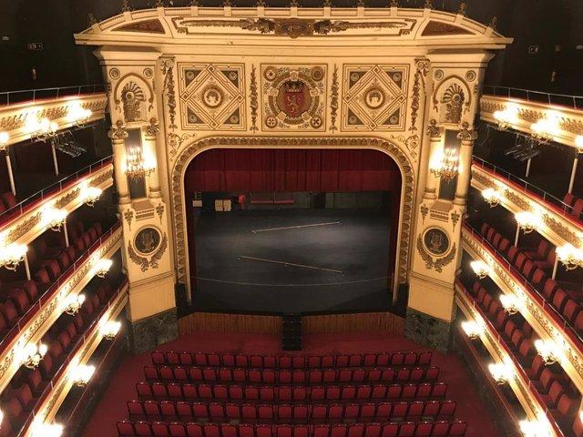 Teatro Principal escenario, patio butacas y palcos