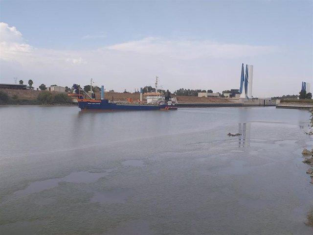 Primeros trabajos del dragado de mantenimiento del Guadalquivir