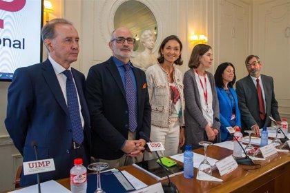 """Maroto reafirma el """"compromiso"""" del Gobierno con la industria farmacéutica por su aportación económica y social"""