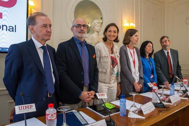 La ministra Reyes Maroto inaugura el Encuentro de Farmaindustria