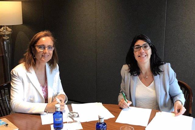 La presidenta de la Plataforma Tecnológica del Vino, Mireia Torres, y la directora de AgroBank, Carme Sabrí