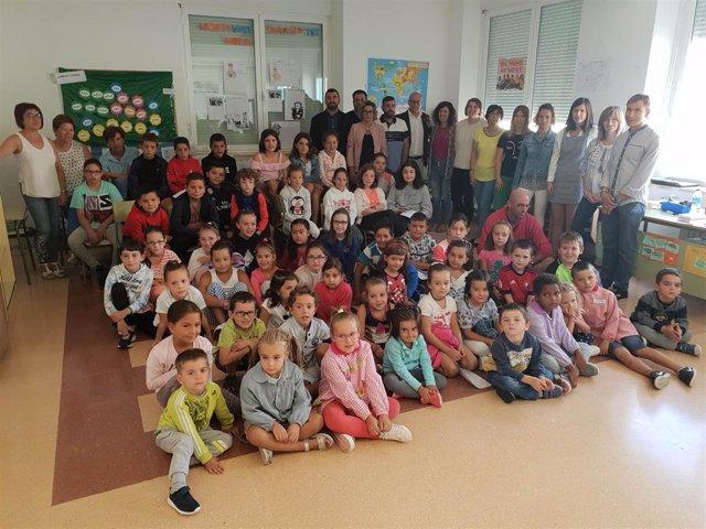 El consejero de Educación, Carlos Gimeno, visita el colegio público 'La Balsa'  de Arróniz