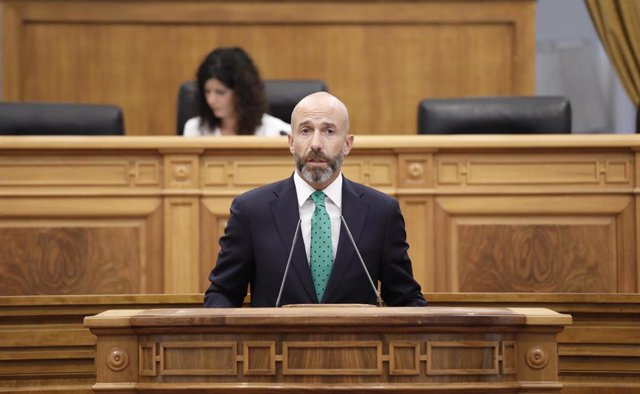 El diputado de Cs David Muñoz, en el pleno de las Cortes de C-LM.