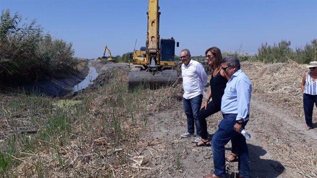 Carlos Toscano visita los trabajos de limpieza del arroyo Salado