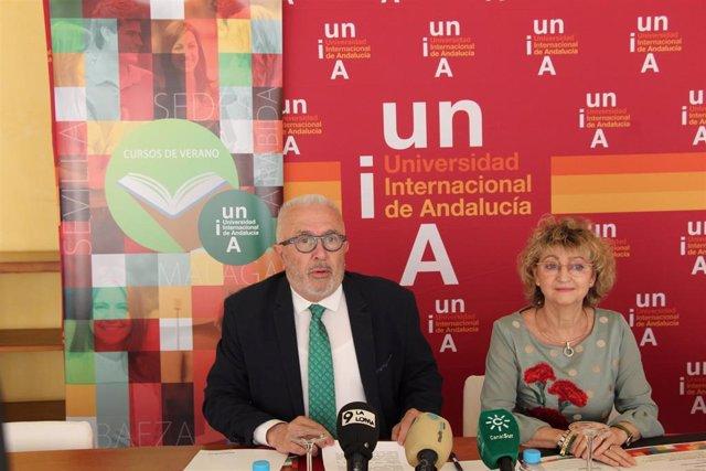 El rector de la UNIA, José Sánchez Maldonado, y la directora de la sede de Baeza, Mª Ángeles Peinado, en una imagen de archivo.